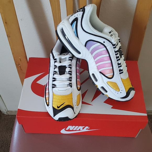 Nike Shoes - NEW! Nike Air Max Tailwind IV